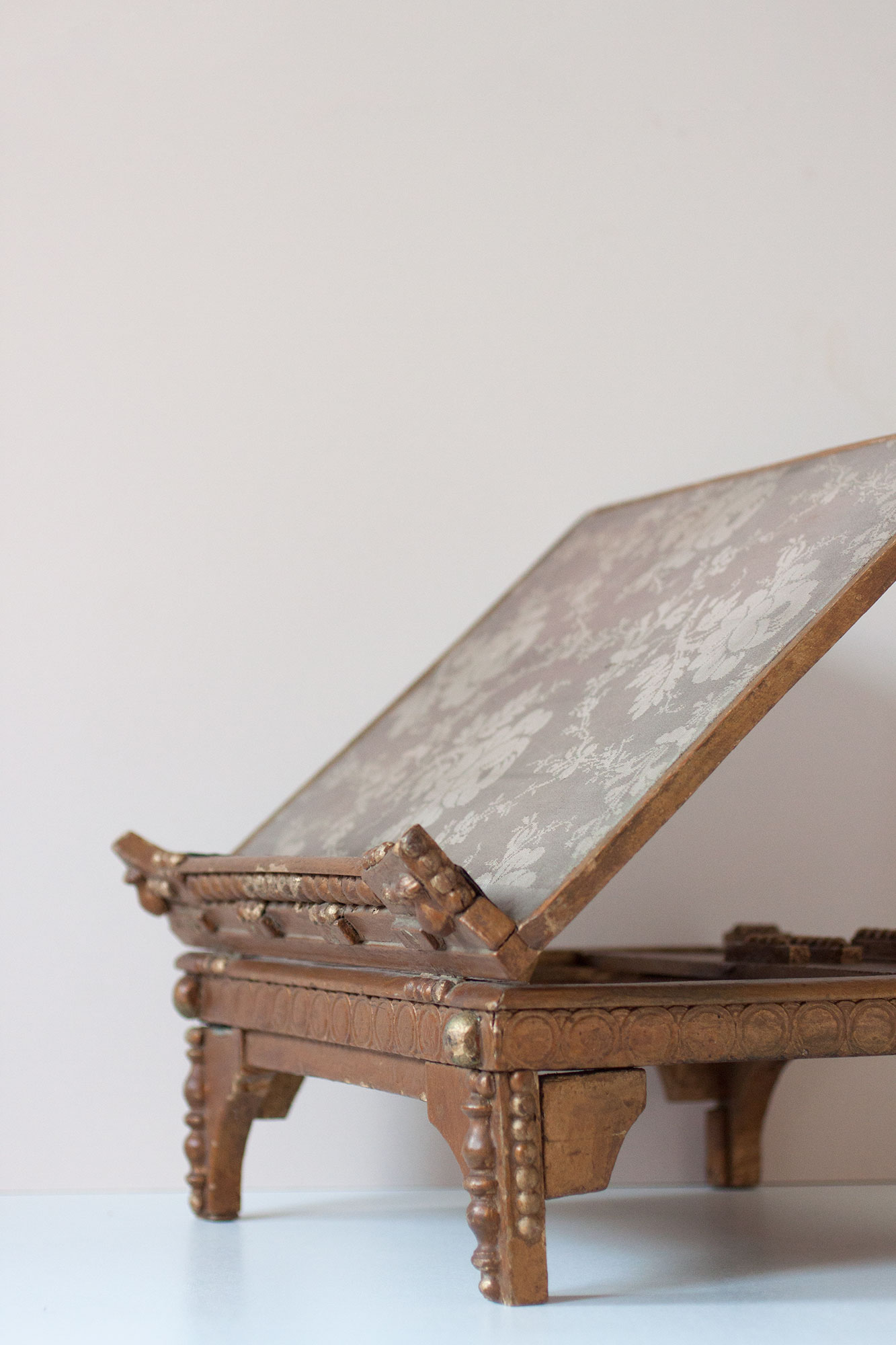victorian-gold-reading-stand-2